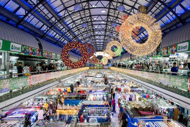 "Greenhills' Shopping Center's famous ""tiangge"" (flea market). (Photo: Jacques Manuntag)"