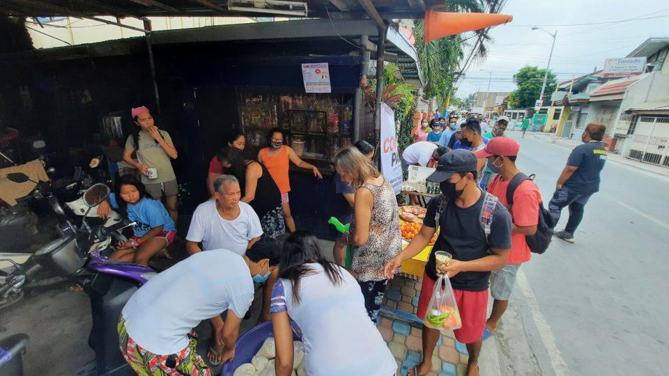 A community pantry in Muntinlupa. Photo: Feed It Forward/FB